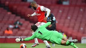 آرسنال يُسقط ليفربول بثنائية على ملعب الإمارات