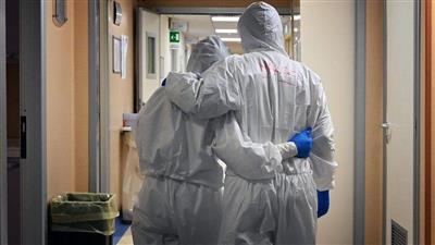 مستشفى أمريكي يتخذ قرارًا صعبًا بعد غرقه بكورونا