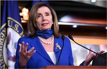 بيلوسي: يجب على أعضاء مجلس النواب الأمريكي والموظفين وضع الكمامات