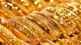 تسابق المستثمرين غير التقليديين على اكتناز الذهب.. يشعل الأسعار