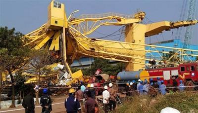 11 قتيلا جراء انهيار رافعة على حوض لبناء السفن بالهند
