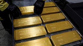 الذهب يهوي 4%