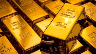 الذهب ينزل عن ذروة أسبوع في ظل ضغوط ارتفاع الدولار