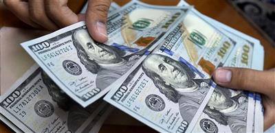 الدولار يعاود الهبوط مع تحسن الثقة بسوق الأسهم