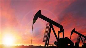 النفط يرتفع مع توقف إنتاج أمريكي بسبب عاصفة وانخفاض المخزونات