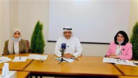عميد القبول والتسجيل بجامعة الكويت الدكتور علي المطيري أثناء المؤتمر الصحفي
