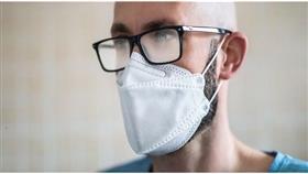 ارتداء النظارات يوفر الحماية ضد فيروس كورونا