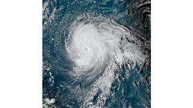 العاصفة تيدي تتحول لإعصار من الفئة الرابعة في المحيط الأطلسي