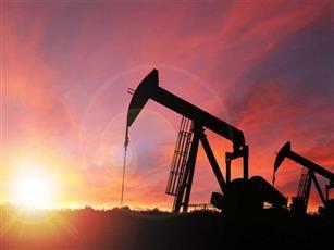 النفط ينزل ومخاوف الطلب ترجح أمام آمال التحفيز الأمريكي