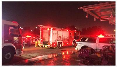 فرق الاطفاء تسيطر على حريق كراج بالشويخ الصناعية