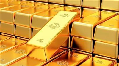 الذهب يهبط مع ارتفاع عوائد السندات وضغوط من ارتفاع الدولار