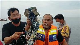 طائرة إندونيسيا المنكوبة سقطت بعد وقت قليل من إقلاعها