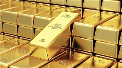 الذهب يهبط مع صعود الدولار وضغوط جراء ارتفاع عوائد سندات الخزانة