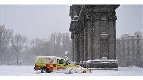 ألمانيا تسابق لإخلاء الطرق قبل أن تتحول موجة البرد إلى مصائد موت جليدية