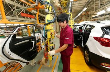 تراجع مبيعات السيارات في الصين.. للعام الثالث على التوالي