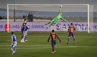 تير شتيجن يقود برشلونة لنهائي السوبر الإسباني بعد الفوز على سوسيداد بركلات الترجيح