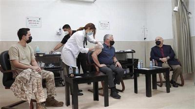 العاهل الأردني يتلقى لقاح كورونا