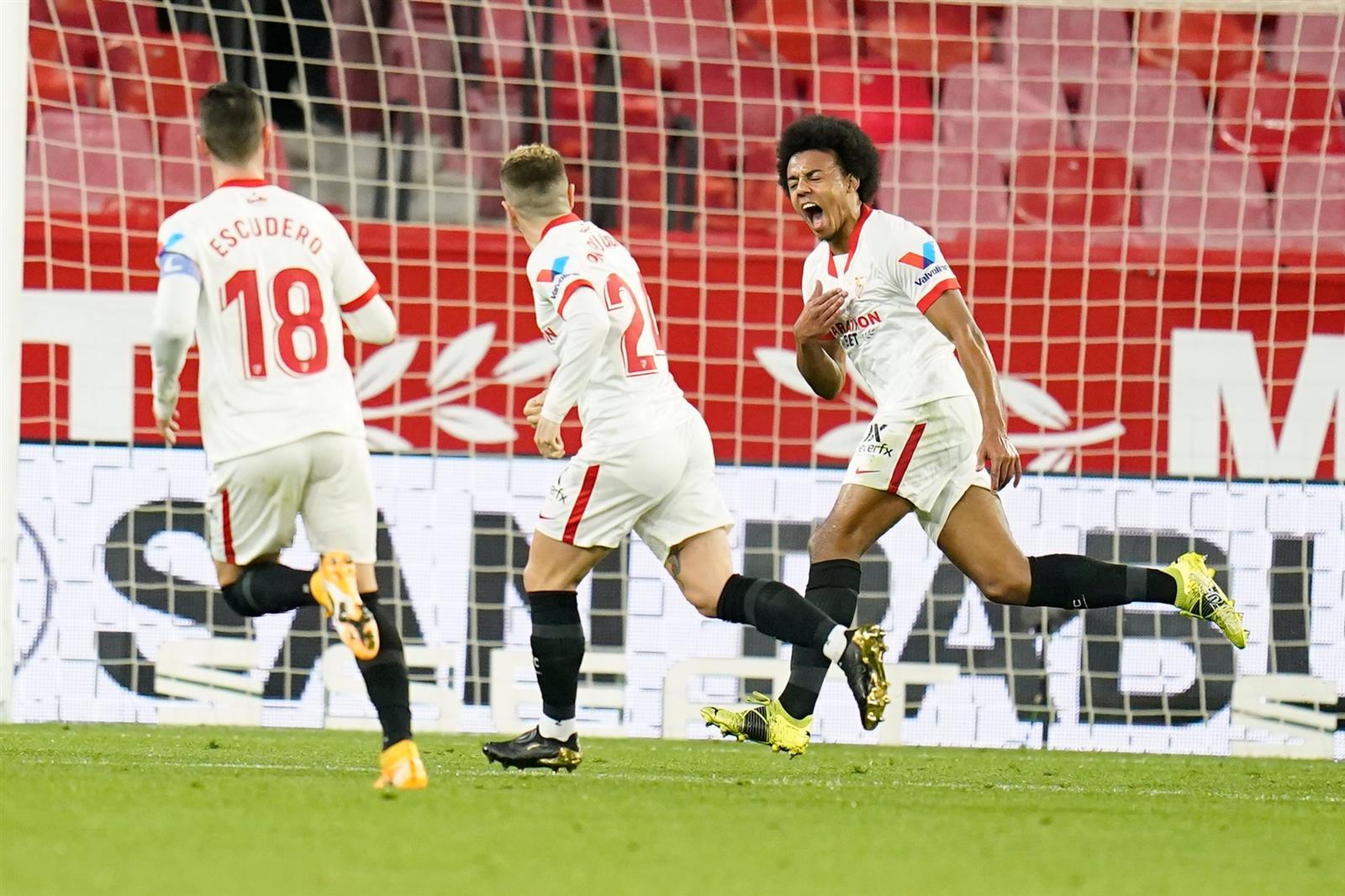 إشبيلية يفوز على برشلونة بثنائية في ذهاب نصف نهائي كأس إسبانيا