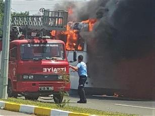 مقتل 5 أشخاص وإصابة 15 آخرين في حريق حافلة بتركيا